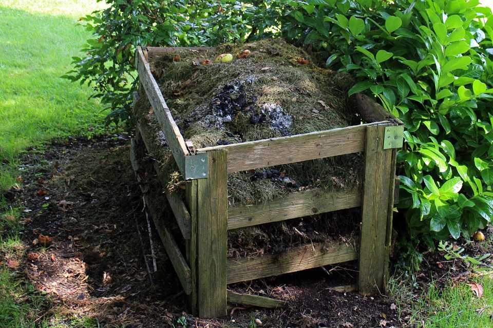 kompostnyiy-yashhik-foto-video-kak-sdelat-kompostnuyu-yamu-svoimi-rukami-51