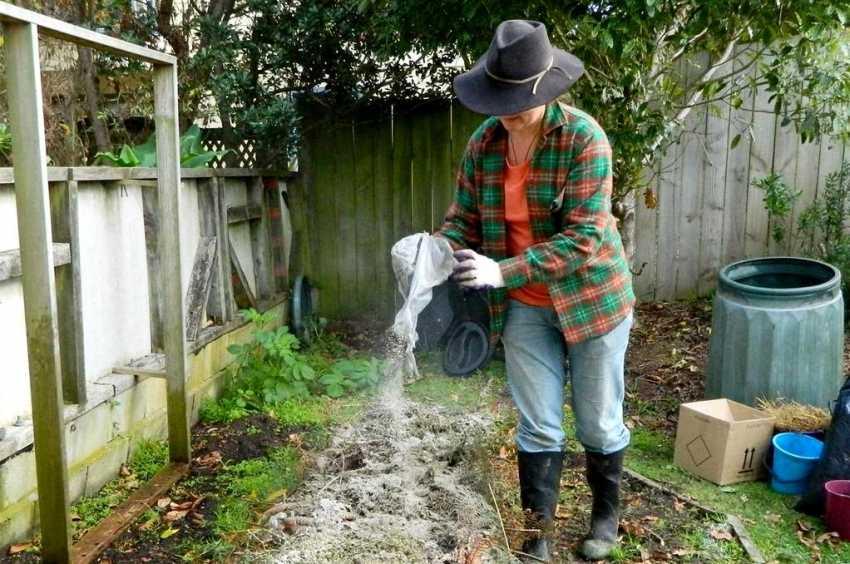 kompostnyiy-yashhik-foto-video-kak-sdelat-kompostnuyu-yamu-svoimi-rukami-34