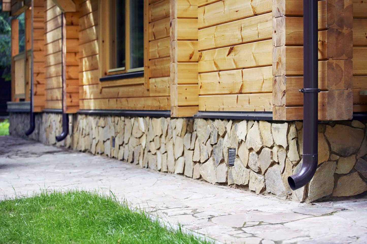 otdelka-tsokolya-doma-foto-video-materialy-otdelki-i-vidy-oblitsovki-tsokolya-4