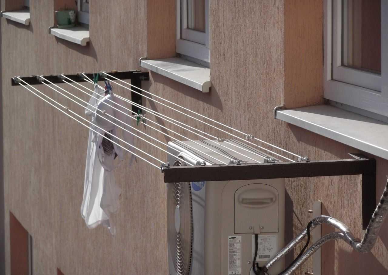 sushilka-dlya-belya-na-balkon-foto-video-vidy-sposoby-ustanovki-i-tipy-konstruktsij-35