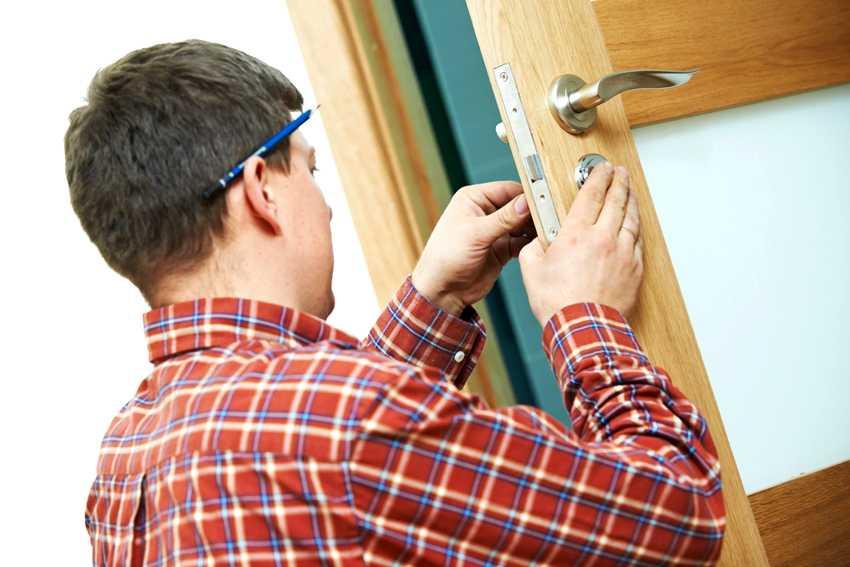 zamena-dvernogo-zamka-foto-video-kak-zamenit-dvernoy-zamok-svoimi-rukami-3