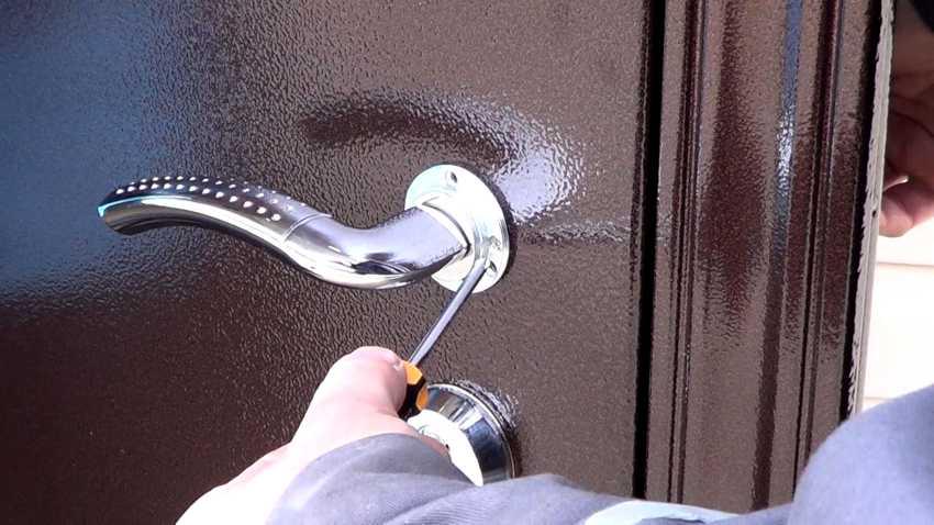 zamena-dvernogo-zamka-foto-video-kak-zamenit-dvernoy-zamok-svoimi-rukami-13