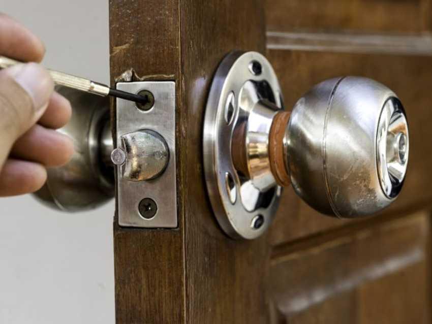 zamena-dvernogo-zamka-foto-video-kak-zamenit-dvernoy-zamok-svoimi-rukami-5