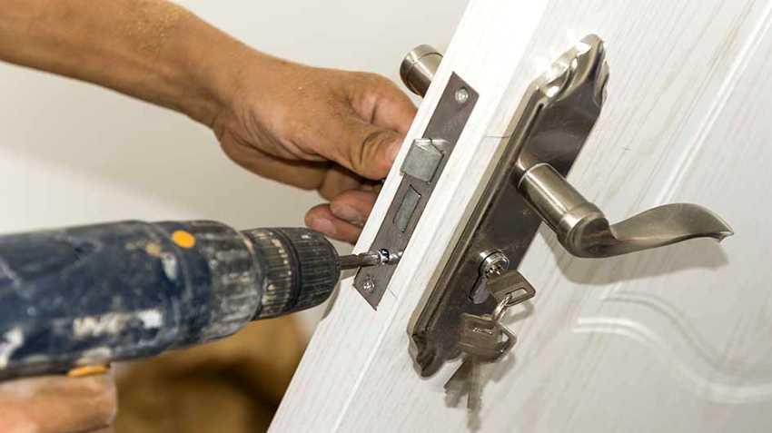 zamena-dvernogo-zamka-foto-video-kak-zamenit-dvernoy-zamok-svoimi-rukami-12