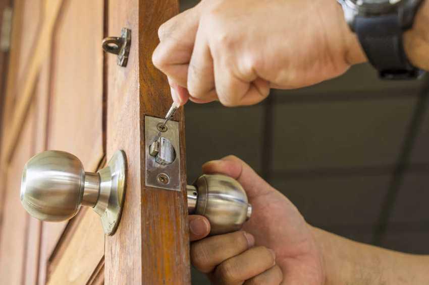 zamena-dvernogo-zamka-foto-video-kak-zamenit-dvernoy-zamok-svoimi-rukami-8