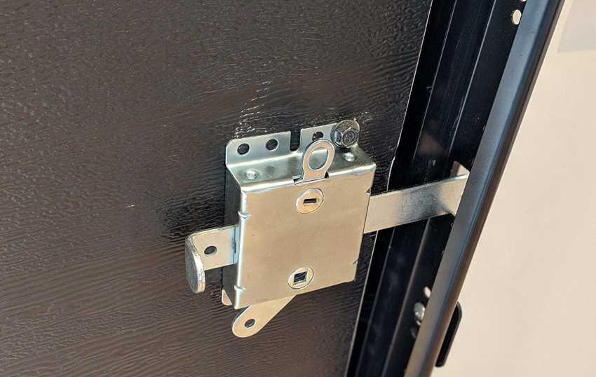zamena-dvernogo-zamka-foto-video-kak-zamenit-dvernoy-zamok-svoimi-rukami-25