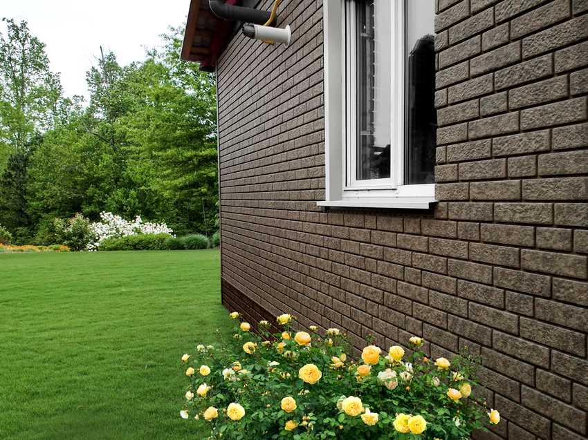 fasadnye-paneli-foto-video-otdelka-doma-panelyami-pod-kirpich-4
