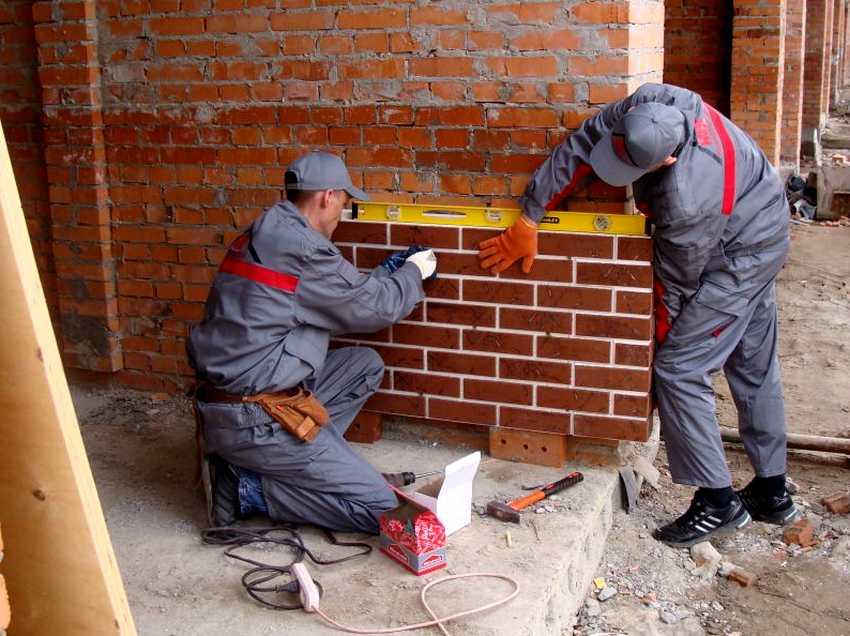 fasadnye-paneli-foto-video-otdelka-doma-panelyami-pod-kirpich-18