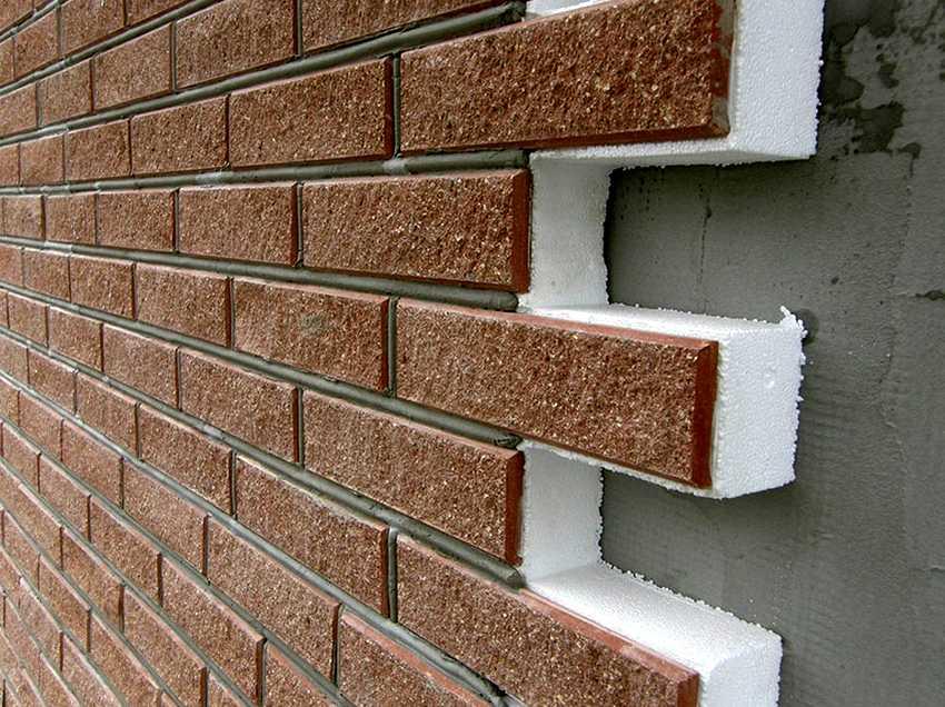 fasadnye-paneli-foto-video-otdelka-doma-panelyami-pod-kirpich-5