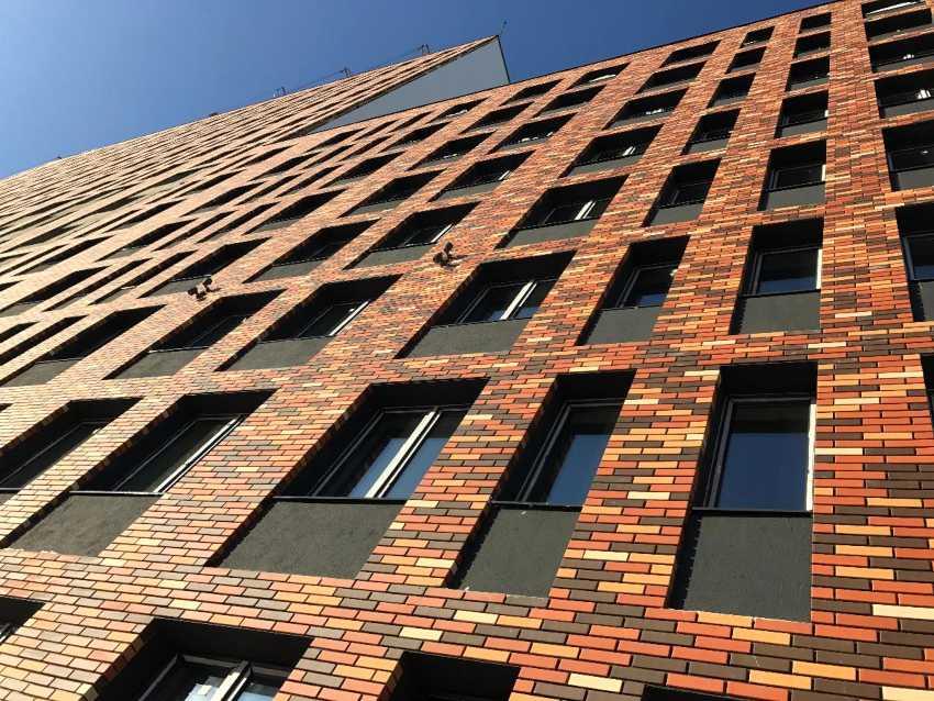 fasadnye-paneli-foto-video-otdelka-doma-panelyami-pod-kirpich-2