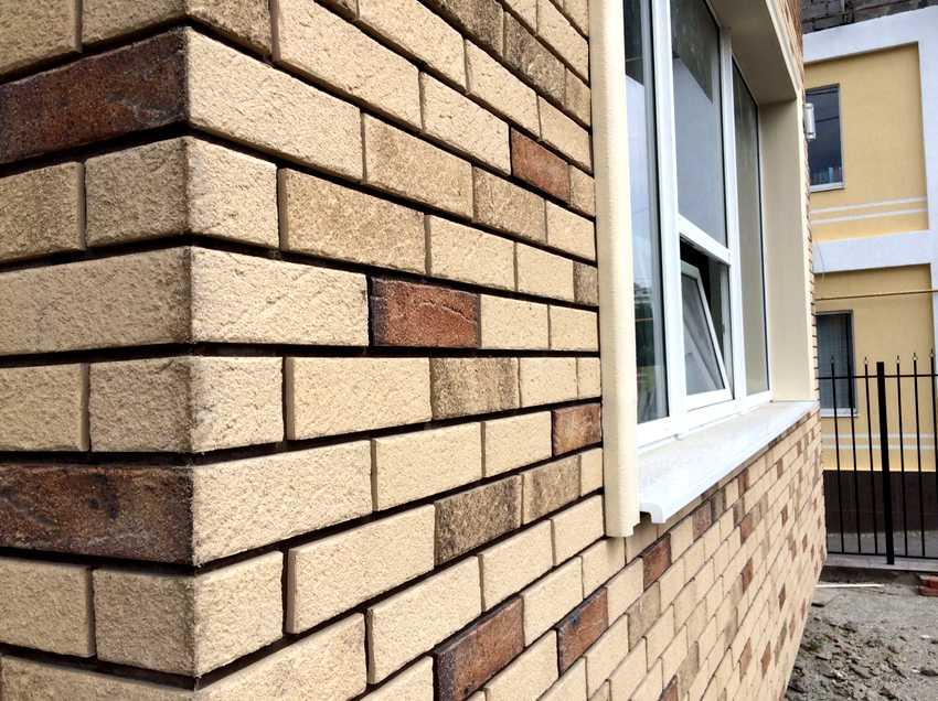 fasadnye-paneli-foto-video-otdelka-doma-panelyami-pod-kirpich-11