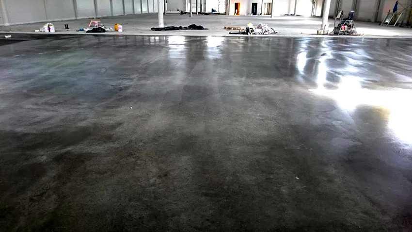 kraska-dlya-betona-foto-video-obzor-krasok-chem-pokrasit-betonnye-poly-6