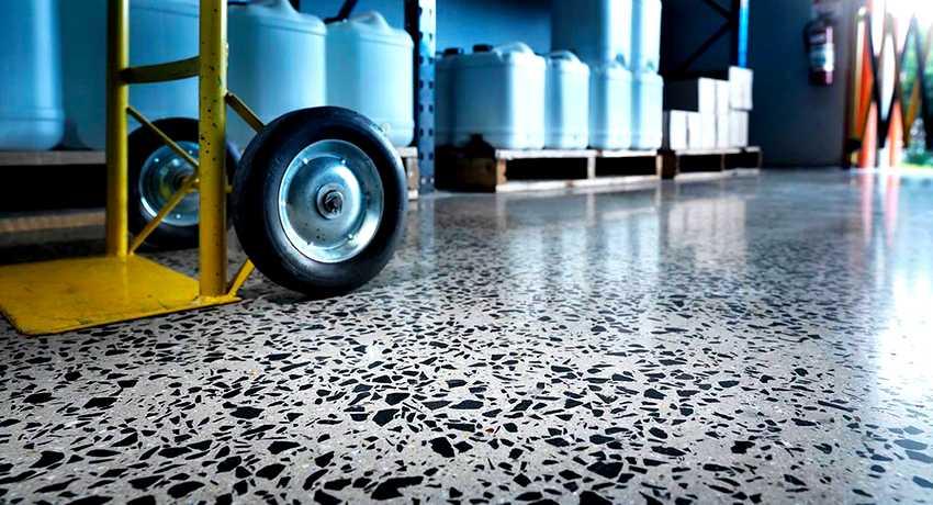 chtoby-betonnyj-pol-ne-pylil-foto-video-obespylivanie-betonnogo-pola-4