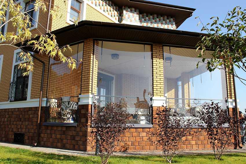myagkie-okna-foto-video-myagkoe-steklo-dlya-besedok-terras-i-drugih-konstrukczij-2