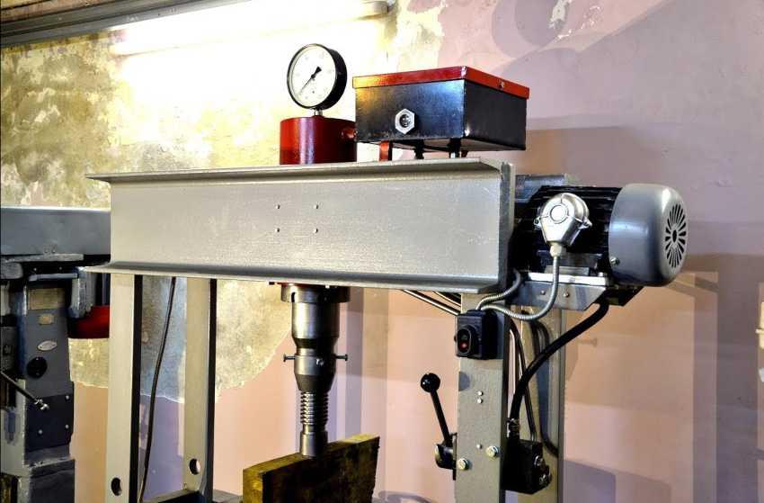 gidravlicheskij-press-foto-video-primenenie-kak-sdelat-svoimi-rukami-18