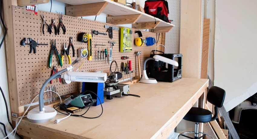 verstak-v-garazh-foto-primery-kak-sdelat-svoimi-rukami-3