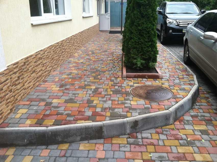 bordyur-dlya-trotuarnoj-plitki-foto-video-osobennosti-ustanovki-4