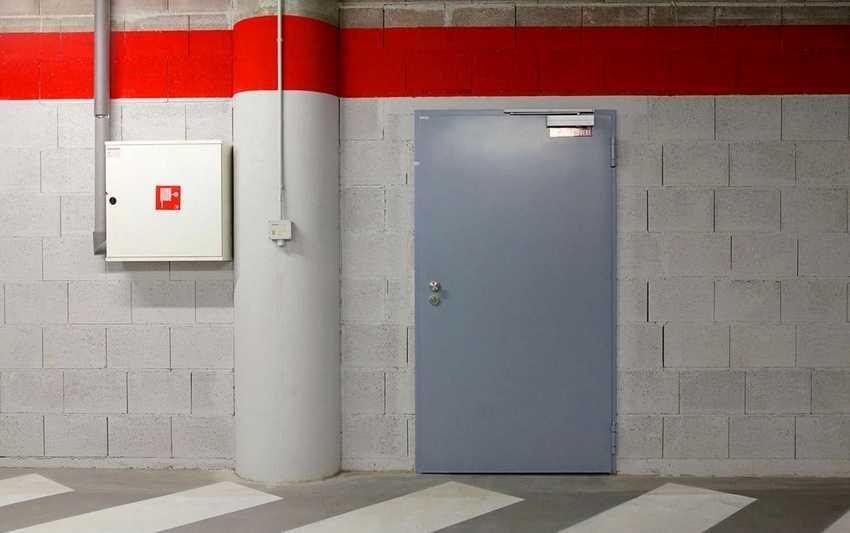 protivopozharnye-dveri-foto-video-gost-tehnicheskie-harakteristiki-1