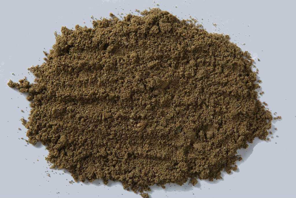 Просеивание позволяет добиться более однородного зернового состава, однако не очищает песок от глины и прочих примесей.