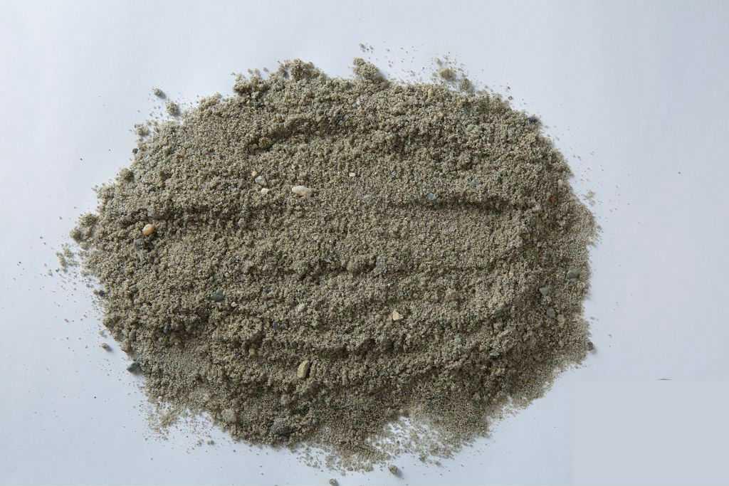 Материал может содержать крупноватые камни, а также примеси глины.