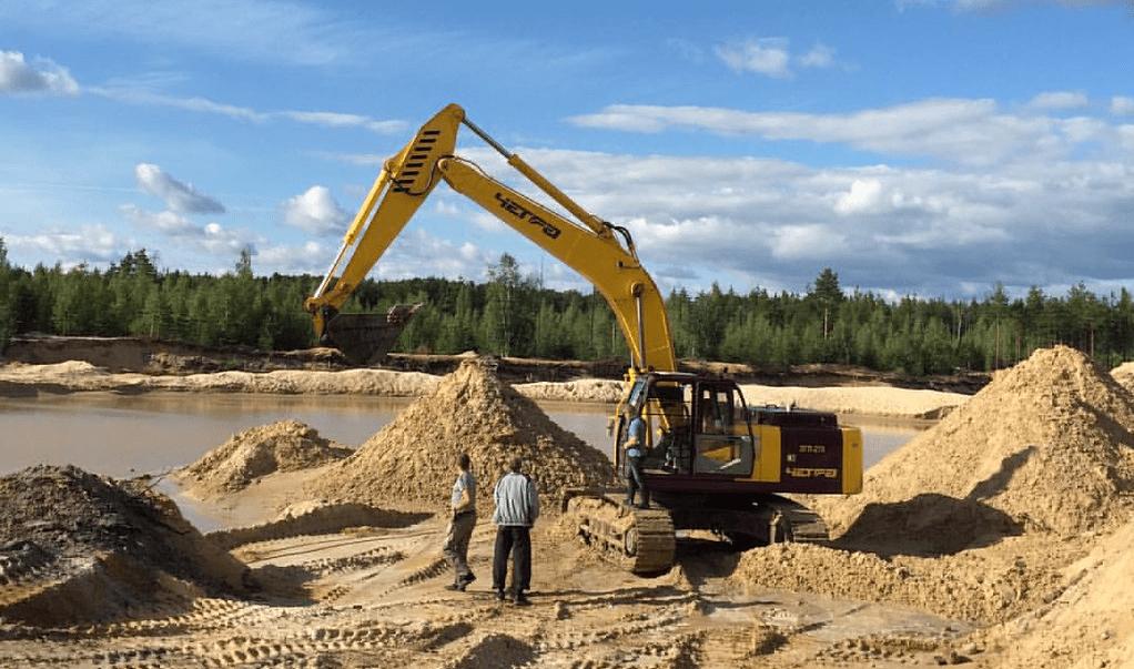 Намывной песок добывают со дна искусственных водоемов.