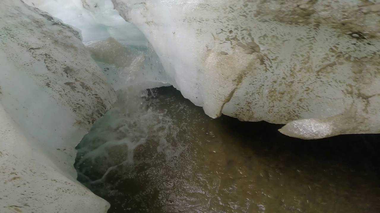 Такой песок образуются во время таяния горных ледников.