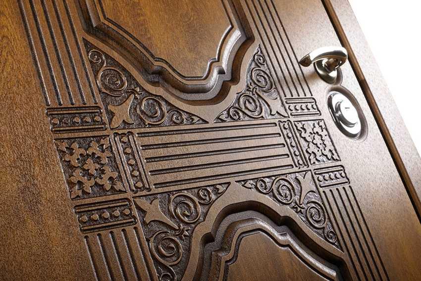 nakladka-na-vhodnuyu-dver-foto-video-raznovidnosti-dekorativnyh-panelej-7