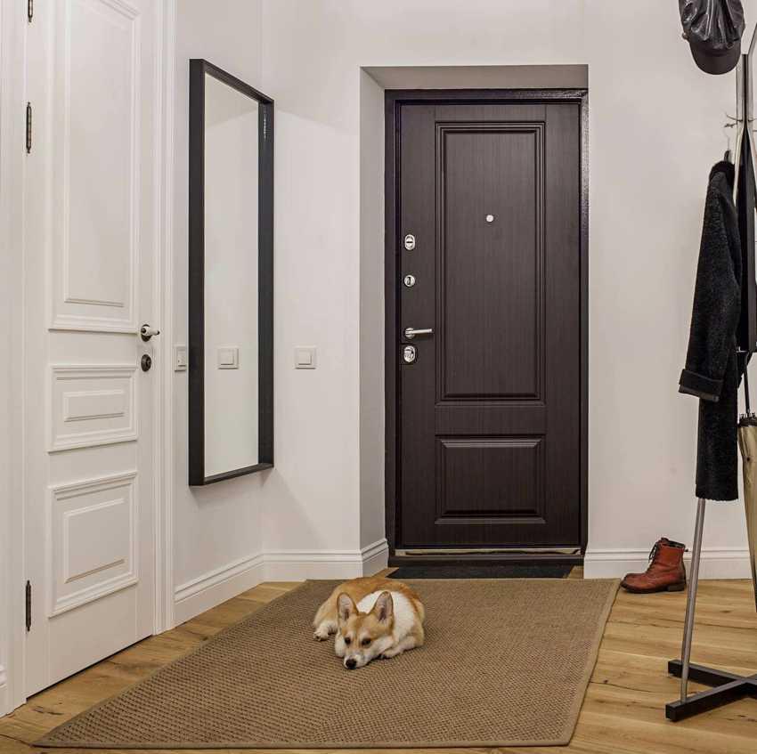 nakladka-na-vhodnuyu-dver-foto-video-raznovidnosti-dekorativnyh-panelej-10