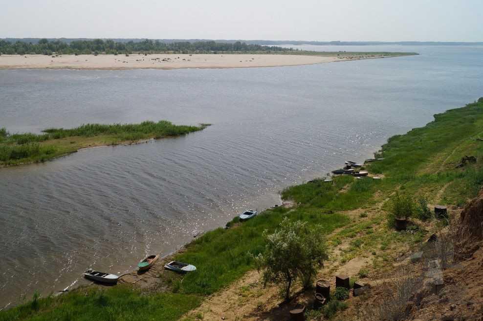 Аллювиальные отложения образуются в русле реки.