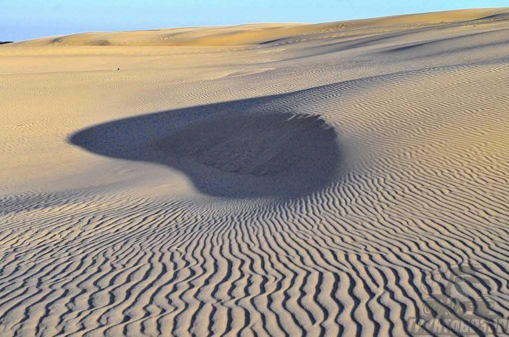 Эоловые отложения в основном образуются в пустынной местности.