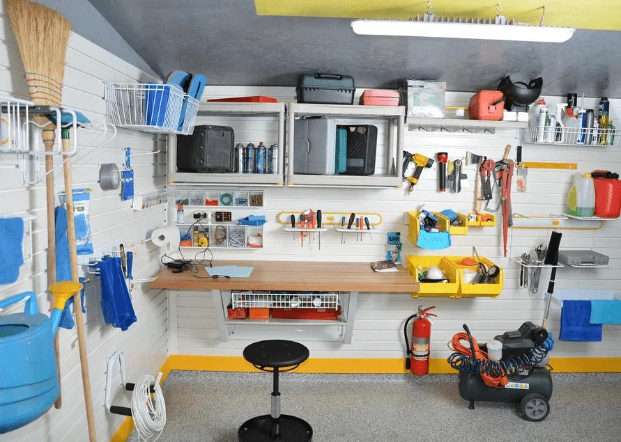 masterskaya-v-garazhe-kak-organizovat-hranenie-instrumenta-na-stene